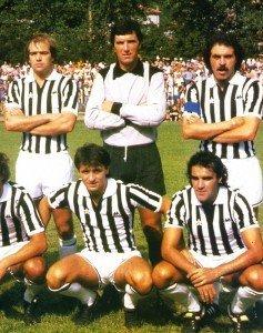 Con-la-Juve-(seduto-sotto-c'è-Cesare-Prandelli)