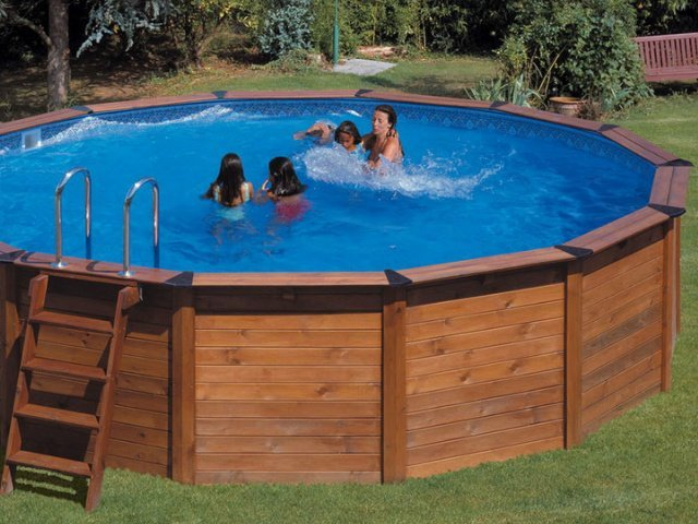 Casa moderna roma italy giardino con piscina fuori terra - Piscine per giardino fuori terra ...